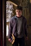 daniel_radcliffe_as_harry_potter_in_harry_potter_and_the_half_blood_prince_movie_image