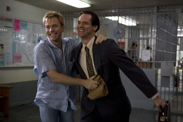 http://thepeoplesmovies.files.wordpress.com/2010/02/i_love_you_phillip_morris_movie_image_jim_carrey_and_ewan_mcgregor2.jpg